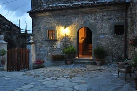 BOUTIQUE BED AND BREAKFAST close cinque terre C - Fivizzano