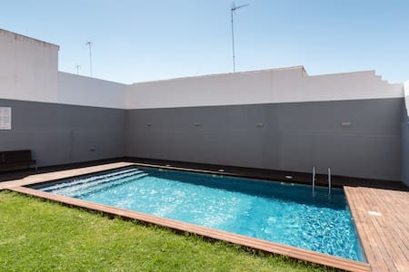 Ático con piscina en el centro - Apartamento