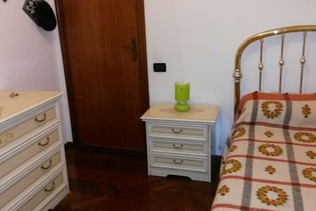 Camere singole in ampio appartamento - Lucca