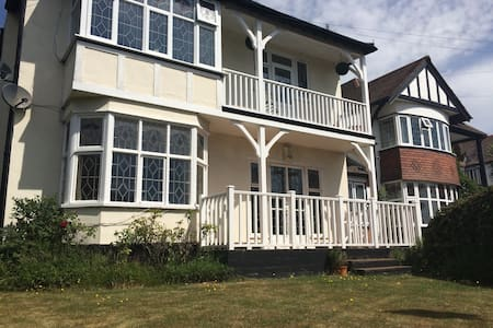Large 3 bed flat close to beach - Southend-on-Sea - Leilighet