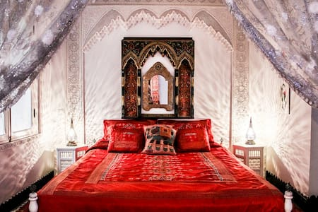 "DAR ARSAMA Fes Medina. ""Red Suite"" - Fes - Bed & Breakfast"