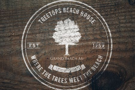 TreeTops At Grand Beach. Block to Lake MI. 5-star. - Grand Beach