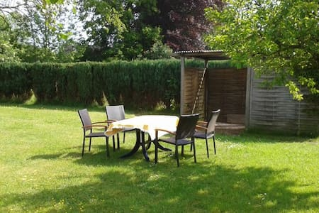 Freistehendes Ferienhaus mit Garten - Ev