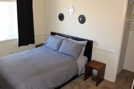 Private Bedroom Near Beach and Huntington Harbour - Huntington Beach