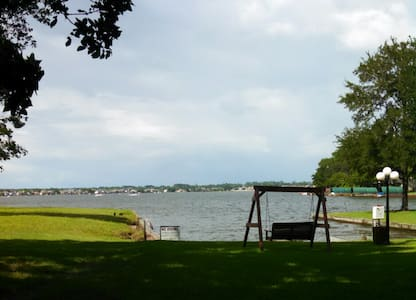 Furnished waterfront condo on Lake Conroe - Condomínio