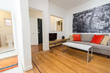 Bright Neat 2BR 18 Min Time Square 2nd FL 8 Guest - Jersey City - Entire Floor