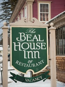 The Beal House | Washington Room - Bed & Breakfast