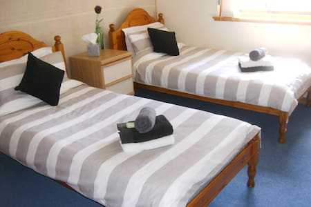 Birchwood Guest House - Twin Room - Westhill