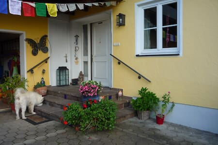 Lebendiges Familenhaus mit kl. Einliegerwohnung - Rumah