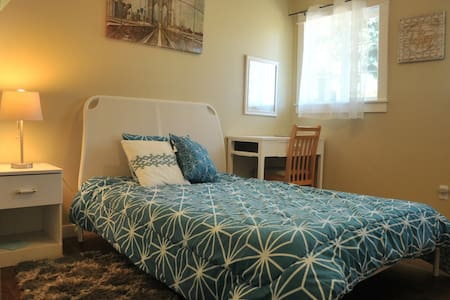 colorful & comfortable and clean room - Portland - Apartment