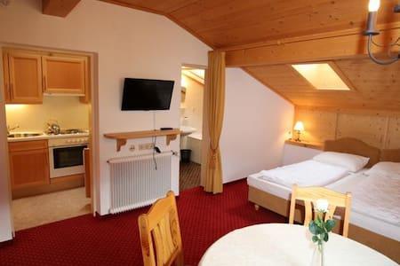 40 m² Dach-Apartment für 2 - 6 Pers