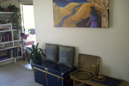 Ancient Persia Palace Hangout  #1 - Calgary - Bed & Breakfast