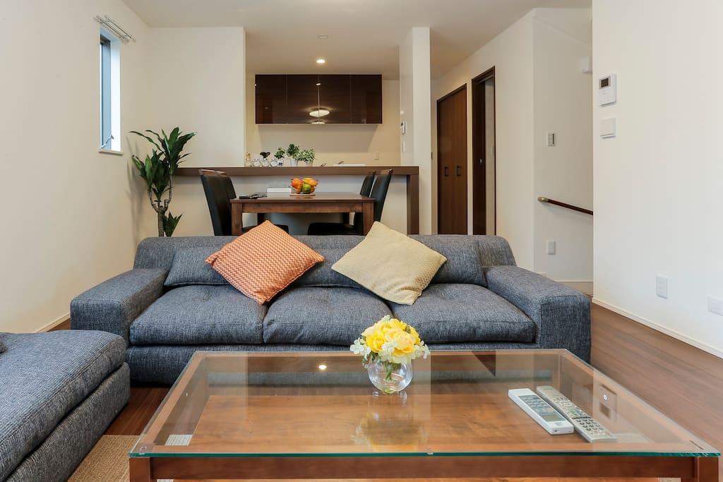 2,Comfortable living room