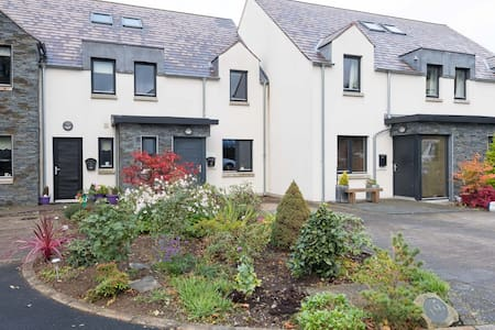 Home from home and contemporary living - Saintfield - House
