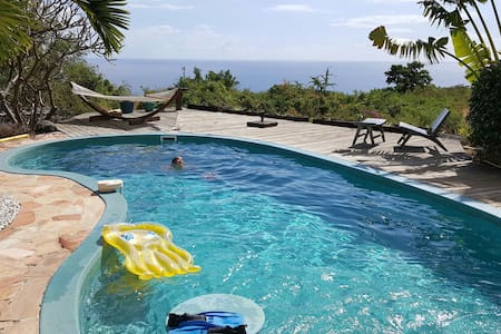 Bungalow with pool, sea view and private Jacuzzi - Ház