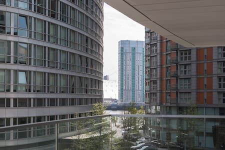 Double Bedroom with balcony - London - Apartment