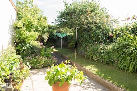 Sunny Twin Room near Beach & Town - Northam, Bideford