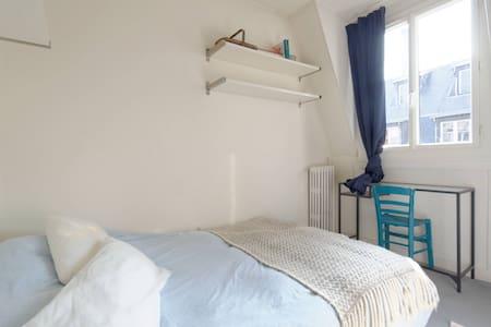 Chambre sous les toits à Auteuil - Appartamento