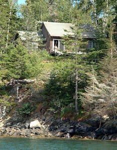Island Cottage on Water w/Fabulous Sunset Views - Vinalhaven - Huis