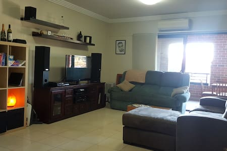 Modern room in bright and spacious house! - Annandale - Apartment