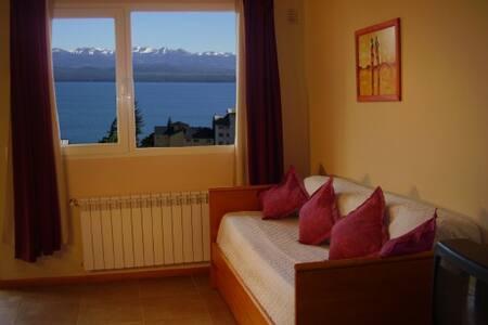 Cabaña centrica, con vista al lago e hidromasaje - San Carlos de Bariloche - Bungalow