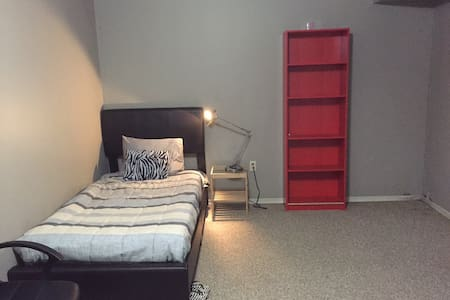 Bsmt Private Rm single bed 15min UW - Waterloo