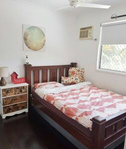 Private & kids room with bathroom - Townsville City
