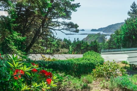 New Listing-Pet Friendly-with Ocean View - Port Orford - Hus