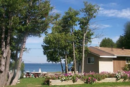 Two Bedroom Cottage - Manitowaning - Chatka