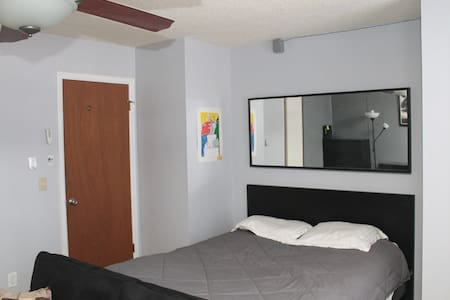 Private Room with Queen bed, quiet Neigborhood - Aurora - House
