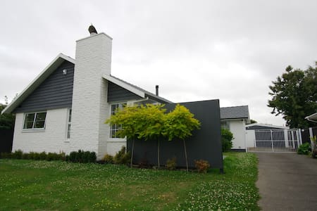 Home away from home - Christchurch - Huis