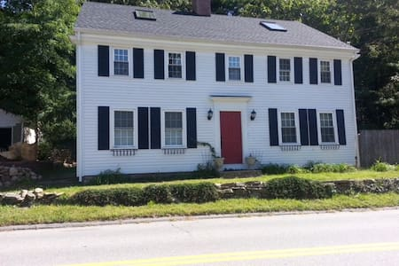 Historic Home near downtown Niantic. - East Lyme - Casa