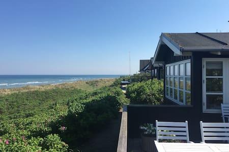 Lækkert Sommerhus på stranden - House
