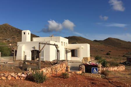 casita en el desierto - House
