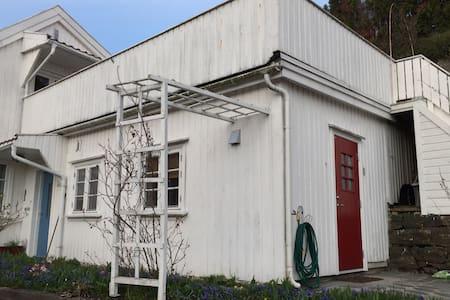 Hybel i Arendal sentrum - Apartment