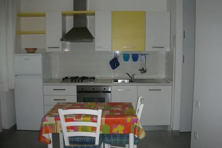 CASA CELESTE IN CENTRO,3O MT MARE - Porto Potenza Picena - Apartment