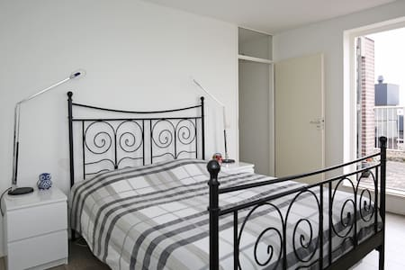 Beautiful private room near Amsterdam-Center - Wohnung