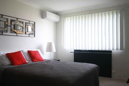 Cozy 2 Bedroom Apartment in Ascot - Daire