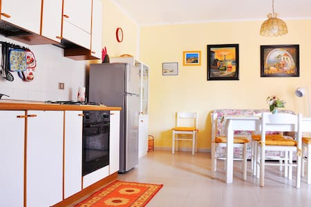 Flat for up to 4 people 180 mt. far from the beach - Apartemen