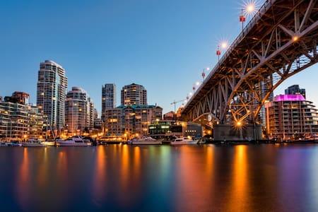 Modern Designer's Downtown Studio - Vancouver - Wohnung