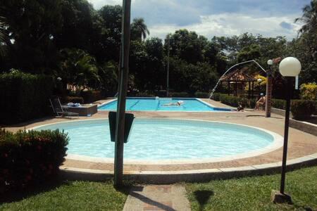 FINCA EN SANTAFE - Villa