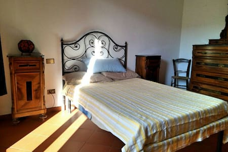 Rent room with private bath - Mercatale In Val di Pesa - Huoneisto