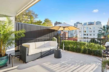 Sun filled gem with outdoor space - Apartmen