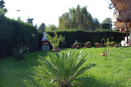 Il nostro giardino con barbecue - Manziana