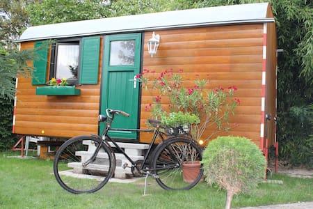 Schlafen im Bauwagen   - Romantic Wooden Caravan - - Camping-car/caravane