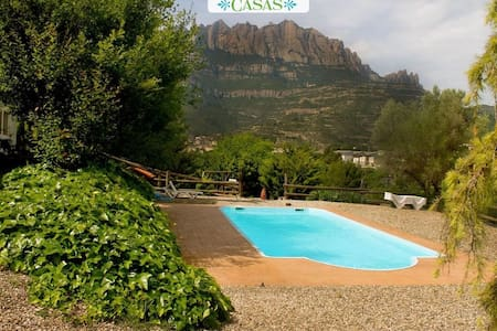Majestic mansion in Monistrol de Montserrat with 8 spacious bedrooms for 16 guests - Rumah