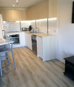 Mainsail Holiday Apartments - Unit 5 - Apartment