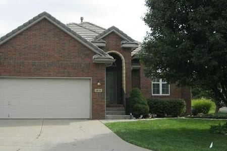 Gorgeous modern garden home in gated community! - Wichita
