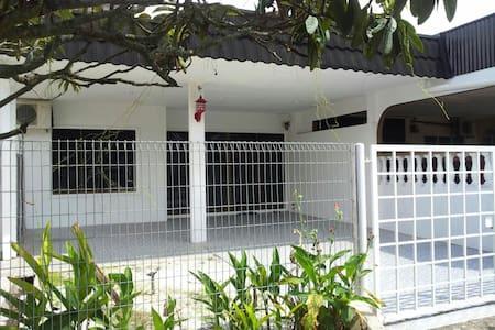 Kluang Happy Homestay - Casa