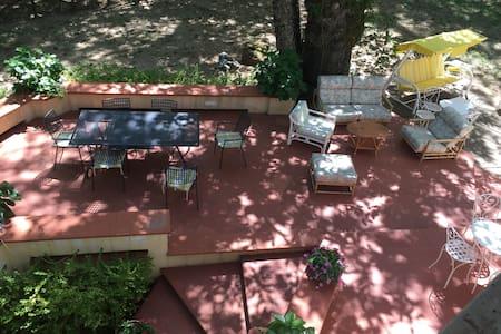 Bella Villa in un parco in collina - Rumah